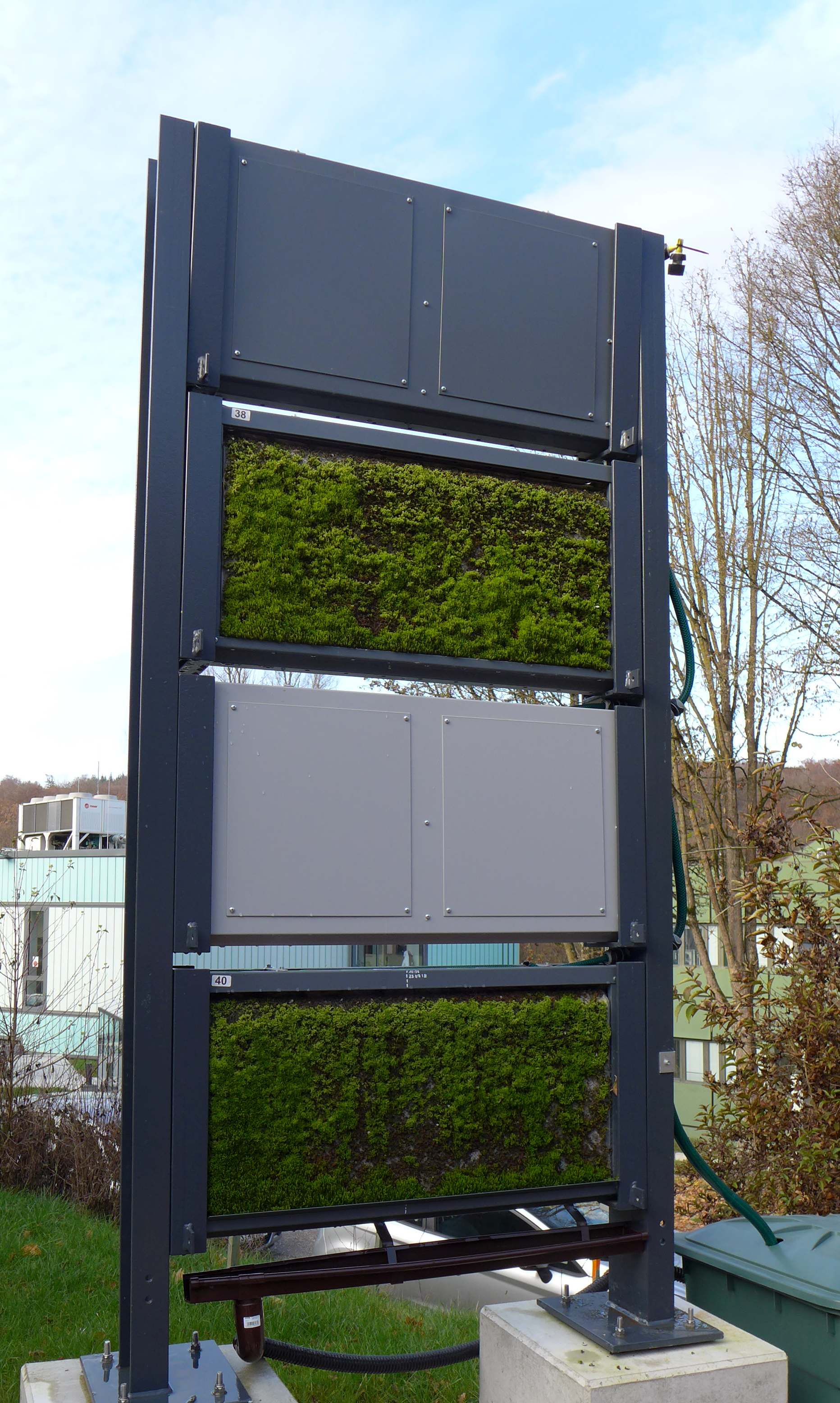 Modular moss wall: MoosTex test structure at the DITF in Denkendorf. Photo: DITF